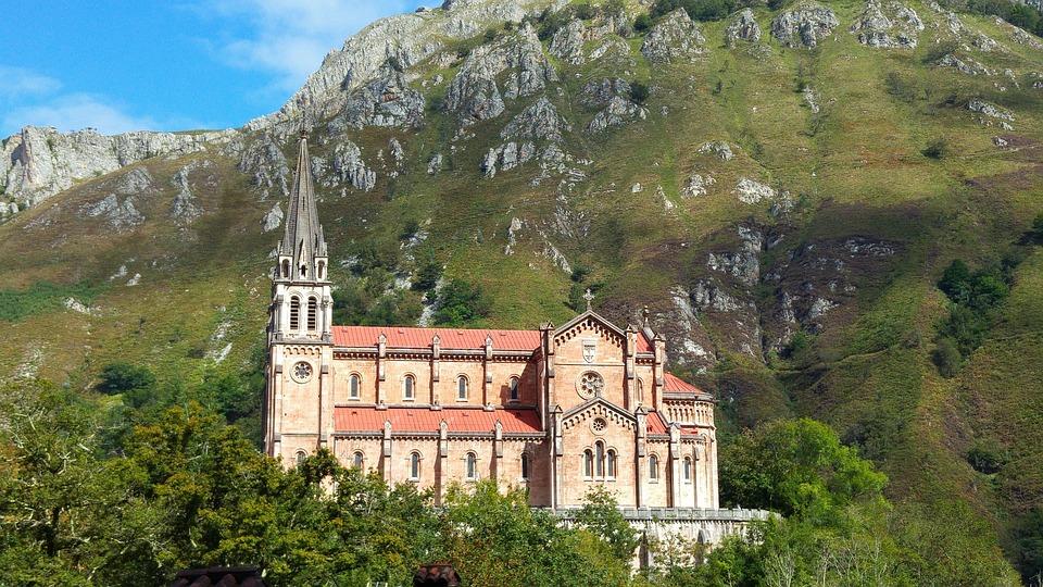 Sanctuarium maryjne Covadonga (fot. pixabay.com)