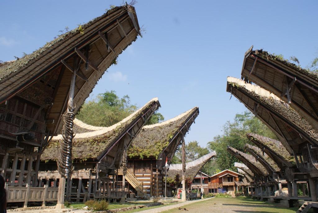 Tradycyjne domy (fot. commons.wikimedia.org)