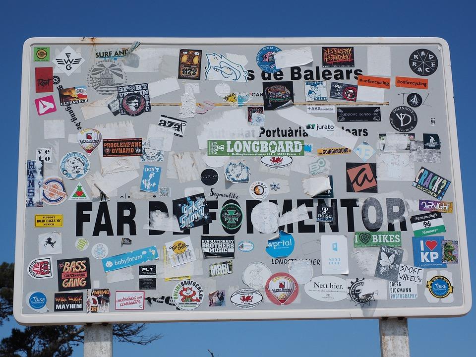 Wejście do (podobno) najpiękniejszego miejsca widokowego, czyli Przylądka Far de Formator (fot. pixabay.com)