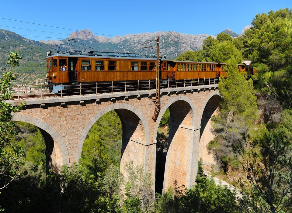 Wsiąść do pociągu... (fot. pixabay.com)