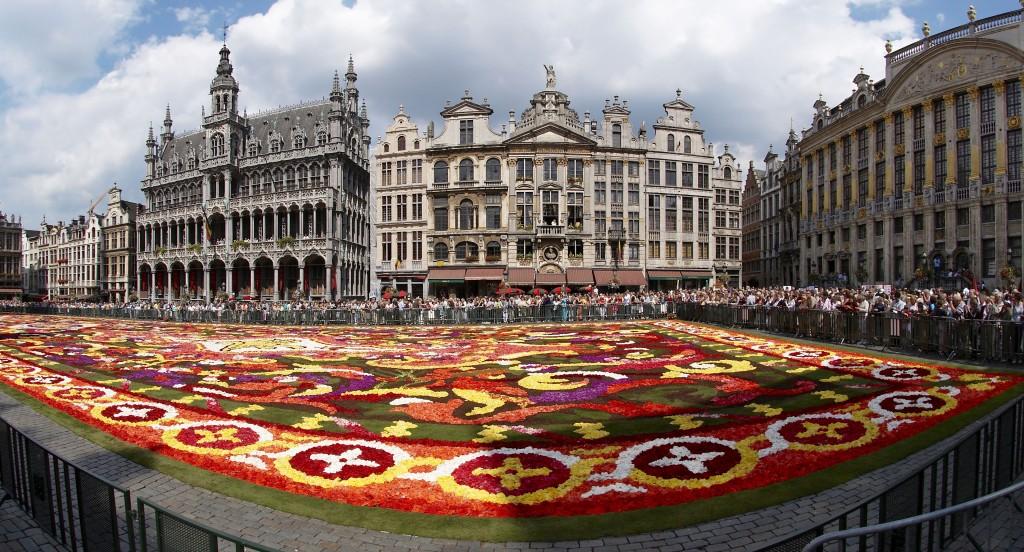 Kwiatowe dywany to częsty widok w Brukseli (fot. commons.wikimedia.org)