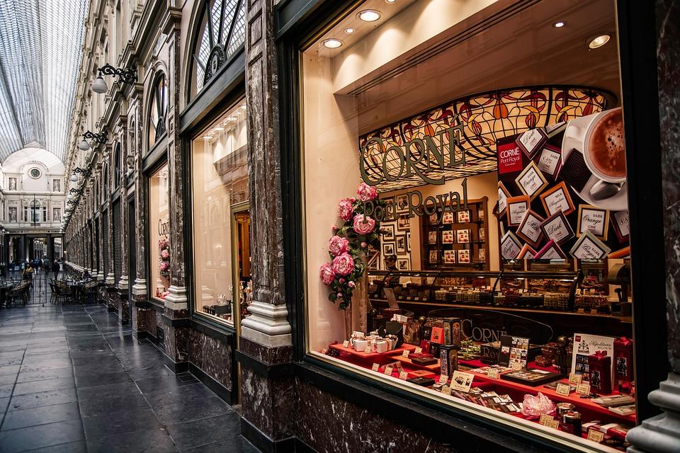 Wpadajcie do sklepów z czekoladkami - można wcinać darmowe próbki! (fot. pixabay.com)
