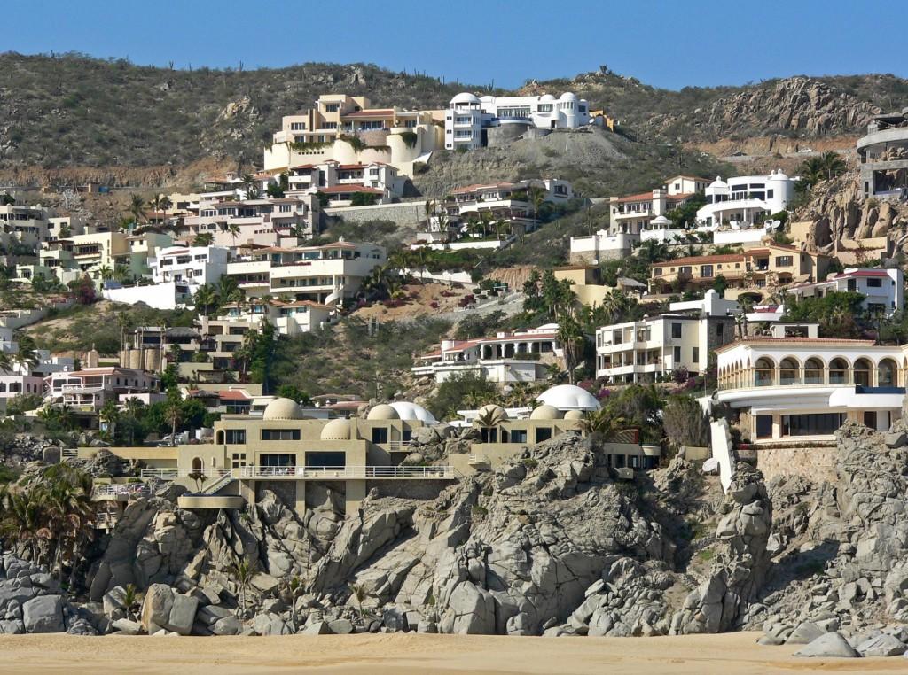Tak się mieszka w Cabo San Lucas (fot. commons. wikimedia.org)