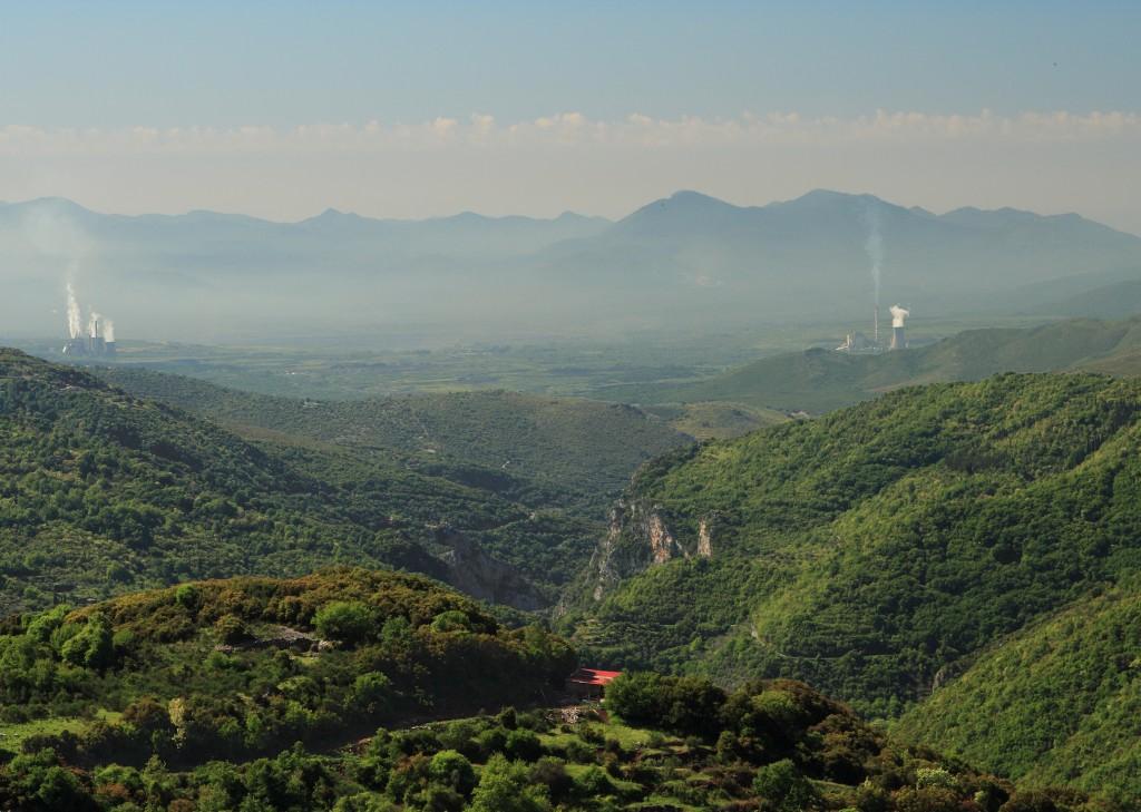 Widok na Megalopoli i dolinę Alfios z Dimitsany (fot. commons.wikimedia.org)