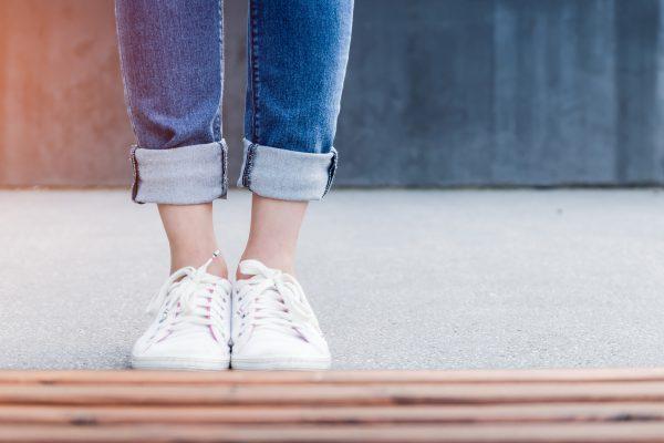 Jak nosić boyfriend jeans?