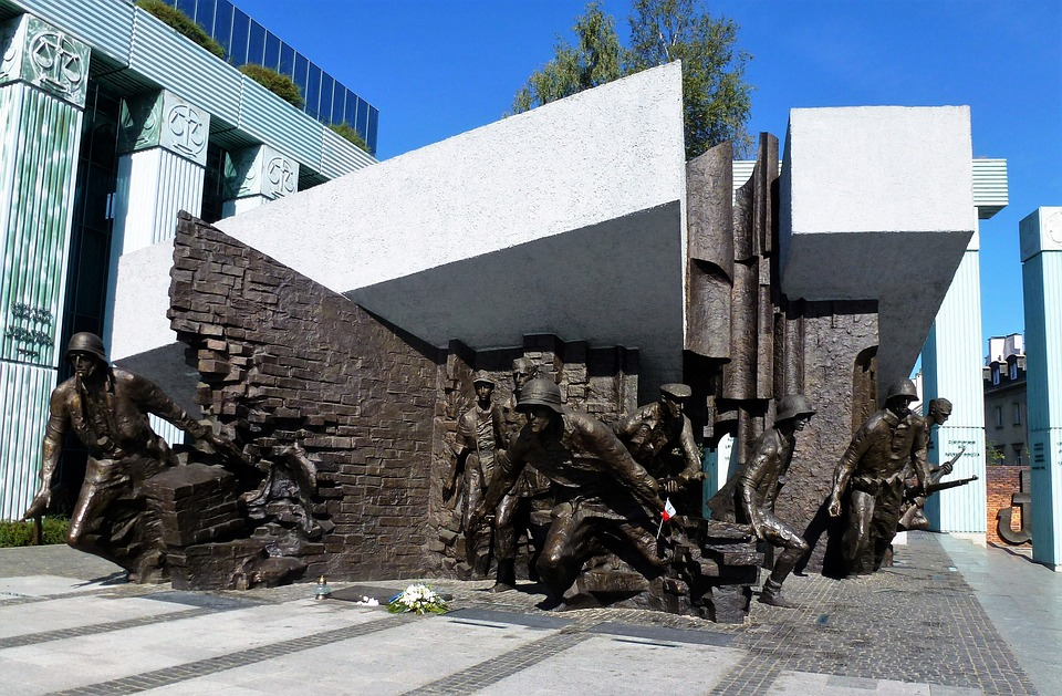 ciekawe pomniki w warszawie powstanie