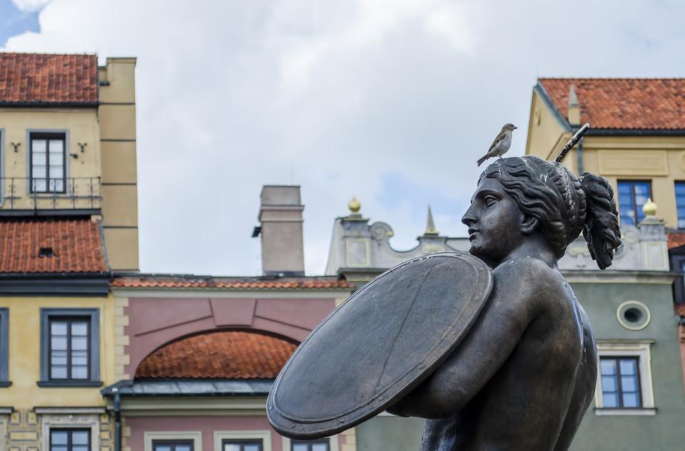 ciekawe pomniki w warszawie syrenka